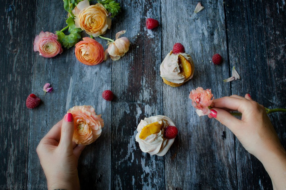 flatly food styling cupcakes